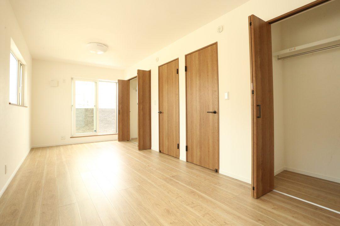 2階は広いお部屋を二つに区切ることも可能です