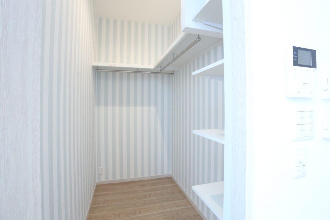 1階には広い収納スペースを