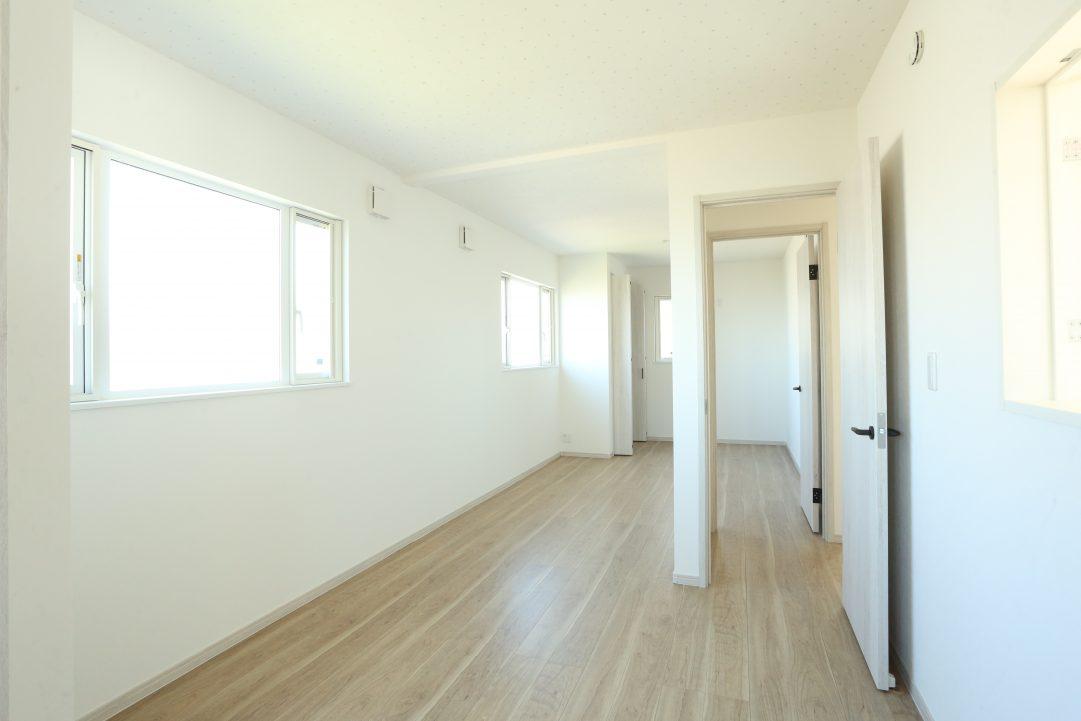2階のお部屋は家族の背長に合わせて、2部屋に変えることも可能な仕様に